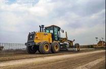 徐工最新款平地机GR1805助力云南重点道路工程施工