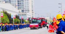 徐工道路总经理亲自驾驶!吸睛无数!千名员工共同欢庆中国红下线!