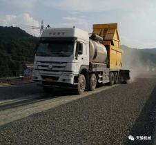 天骏机械:沥青碎石同步封层技术在道路施工中的应用