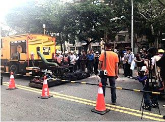精进道路修补技术,台湾高雄试办英达热再生修补车