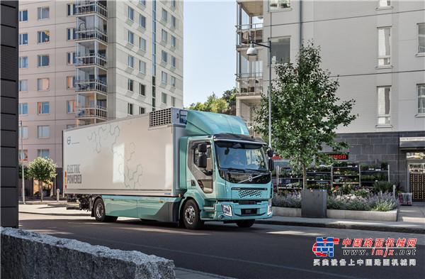 沃尔沃卡车正式向客户交付首批纯电动卡车