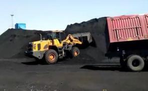 英轩重工装载机煤场工况