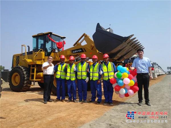 柬埔寨金港高速公路开工 雷沃装载机亮相开工典礼