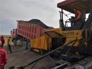 中大机械:四合一铁搭档甘肃柳敦高速水稳碎石底基层试验段顺利摊铺