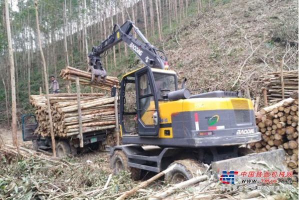 宝鼎:旋转轮式抓木机价格差异化原因和选择