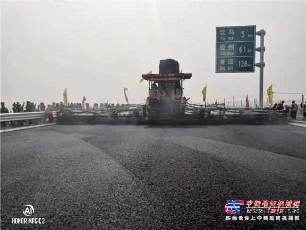 中大机械:Power DT2360超级变形金刚满足济青高速二标停车港湾,服务区,辅道等多种宽度变化工况