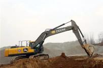 约翰迪尔客户采访:十台E360LC挖掘机助力龙建路桥开山修路