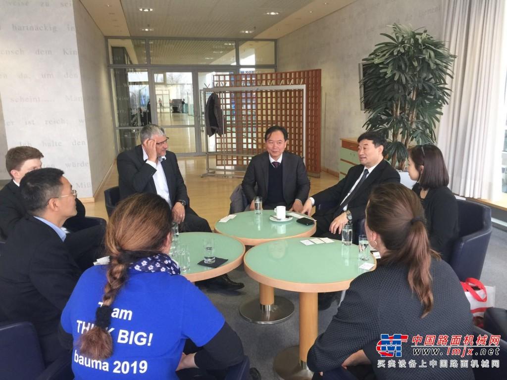 苏子孟秘书长会见德国VDMA总经理施密特