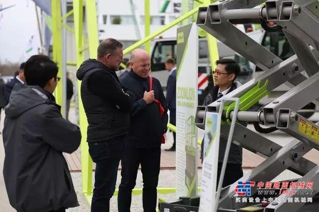 中国制造持续火热 新加坡企业批量采购中联重科大型塔机