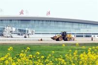 亚龙筑机两套4000型设备应用武汉天河机场跑道盖被工程,服务世界军人运动会