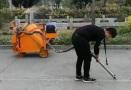 闽科CGFJ-100L自动跟随行走长管型灌缝机施工视频