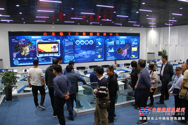 山东临工新旧动能转换创新成果丰硕 300多家重量级媒体齐聚点赞
