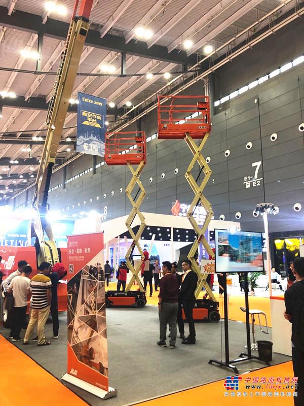 JLG(捷尔杰)携两款主流高空作业平台产品亮相2019长沙展