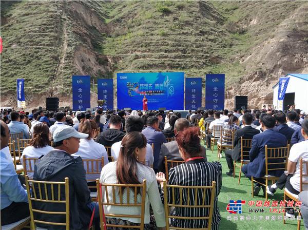 """520徐工挖机携""""爱""""来袭  中国挖掘机械第一服务品牌再升级"""