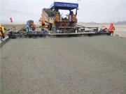 中大机械:甘肃销售抗离析摊铺机在敦当高速施工