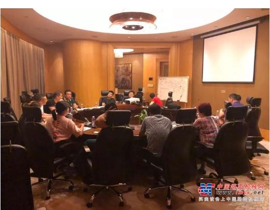 中国二手挖掘机联盟与凤凰机械城达成深度战略合作,共建日本纯二手挖机新流通体系!