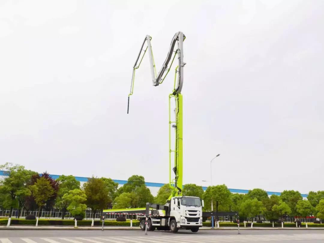 国六系列产品又添新成员 中联重科三桥49米国六泵车成功下线