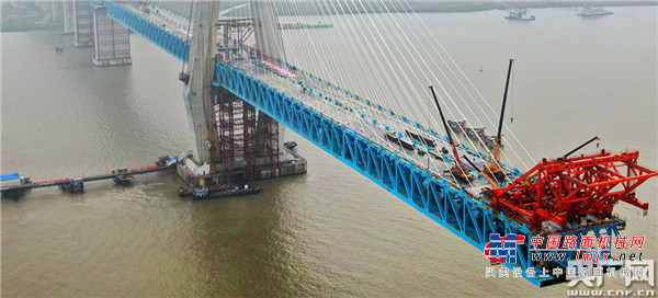 山推建友水上平台助力沪通长江大桥建设再立新功