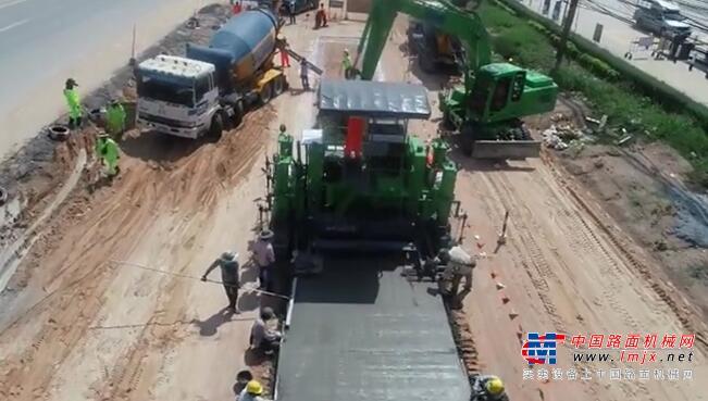 """深耕泰国市场!镇江路机滑模式水泥摊铺机助力""""一带一路""""建设"""