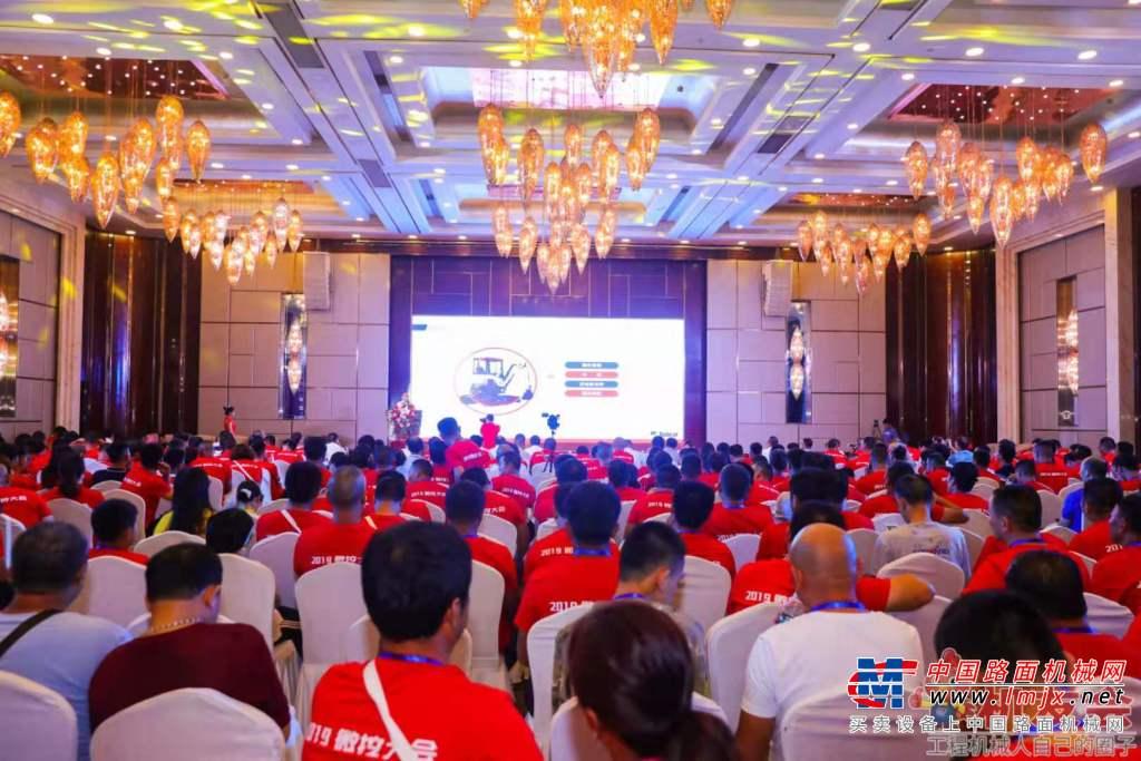 亚博-2019微挖大会:中国工程机械工业协会常务副会长兼秘书长苏子孟讲话