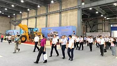 晋工叉装机亮相第五届贵州(安顺)国际石材头微低博览会
