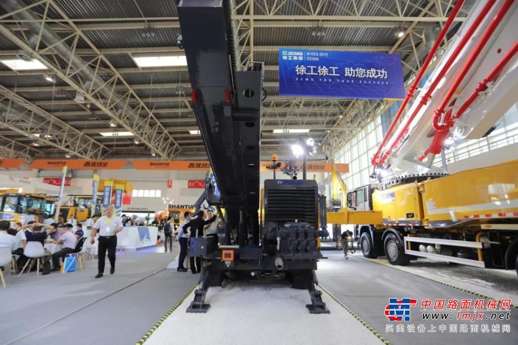 徐工新一代水平定向钻机重磅亮相北京展