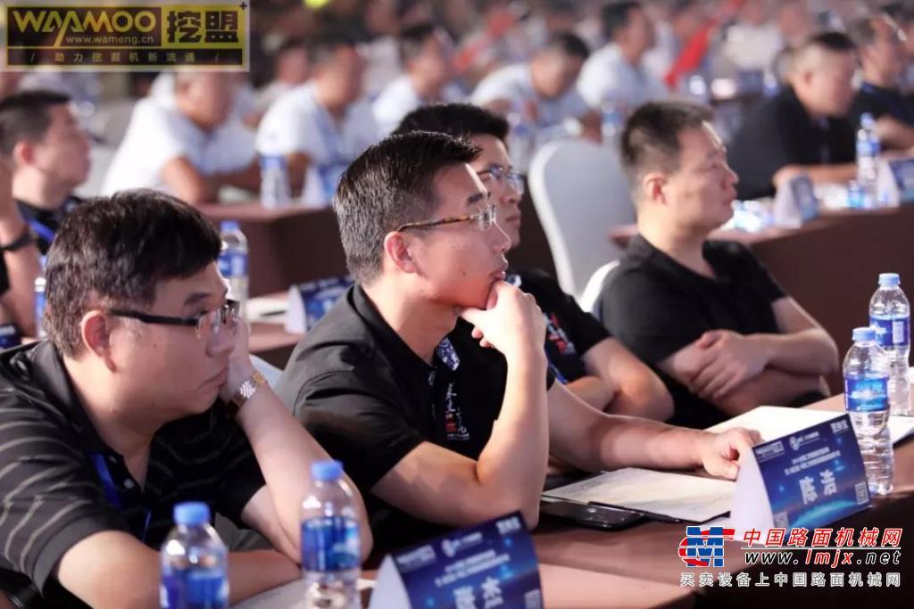 中国二手挖掘机行业峰会暨中国二手挖掘机联盟全国会员大会在郑州举行