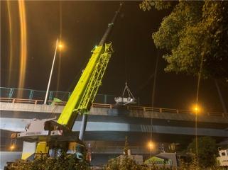 无�|锡高架桥侧翻事故致3死2伤 中联重科十余台地步起重机正在救援