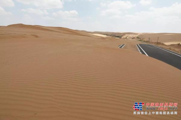 大美中国 |大漠种太阳 浩瀚沙海着绿装
