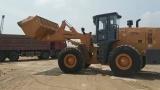 龙工LG855轮式装载机砂场作业视频