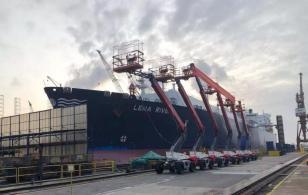 浙江鼎力:开门红丨新加坡吉宝船厂首批臂式交机仪式隆重举行!