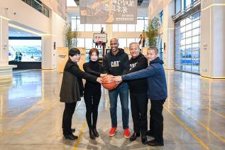 卡特彼勒携手CBA明星马布里、媒体人共圆打工子弟篮球梦