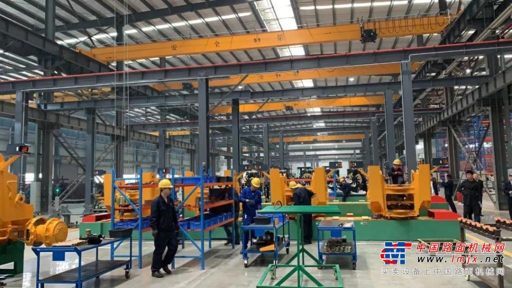晋工机械智能化叉装机产业化技改项目竣工投产仪式在总部举行