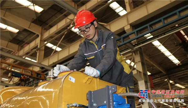 质量与服务双重合力 让雷沃产品为智能施工保驾护航