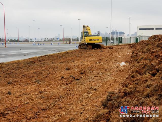 雷神山医院施工现场:四五十台挖掘机抵达,两天完成场平