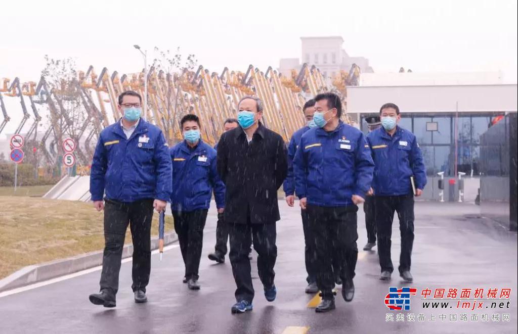 打贏疫情防控阻擊戰!王民董事長到徐工消防檢查指導疫情防控工作