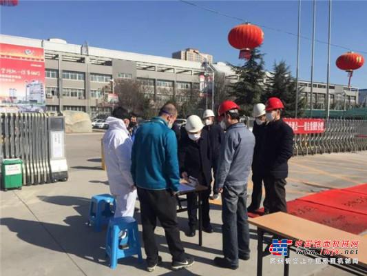 中交西筑复工首日,党委书记、董事长杨向阳带队检查公司复工及防疫工作