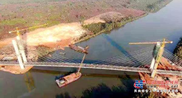 徐工助力几内亚首座斜拉桥顺利合拢!