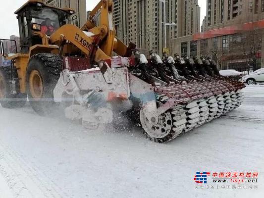 """点赞!厦工装载机东北除雪成""""网红"""""""