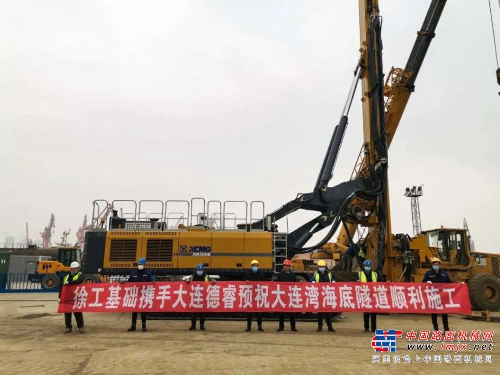 满地皆是徐工金,徐工XR360E批量助力大连湾海底隧道建设