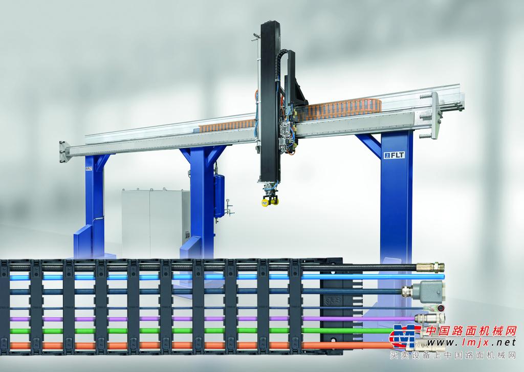 线性电机机器人采用igus拖链系统实现高速的安全供能