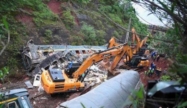 京广铁路T179次列车侧翻 三一挖掘机现场参与救援