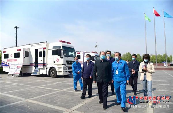 新华社河南分社党组书记、社长王丁带领全媒体记者走进森源重工