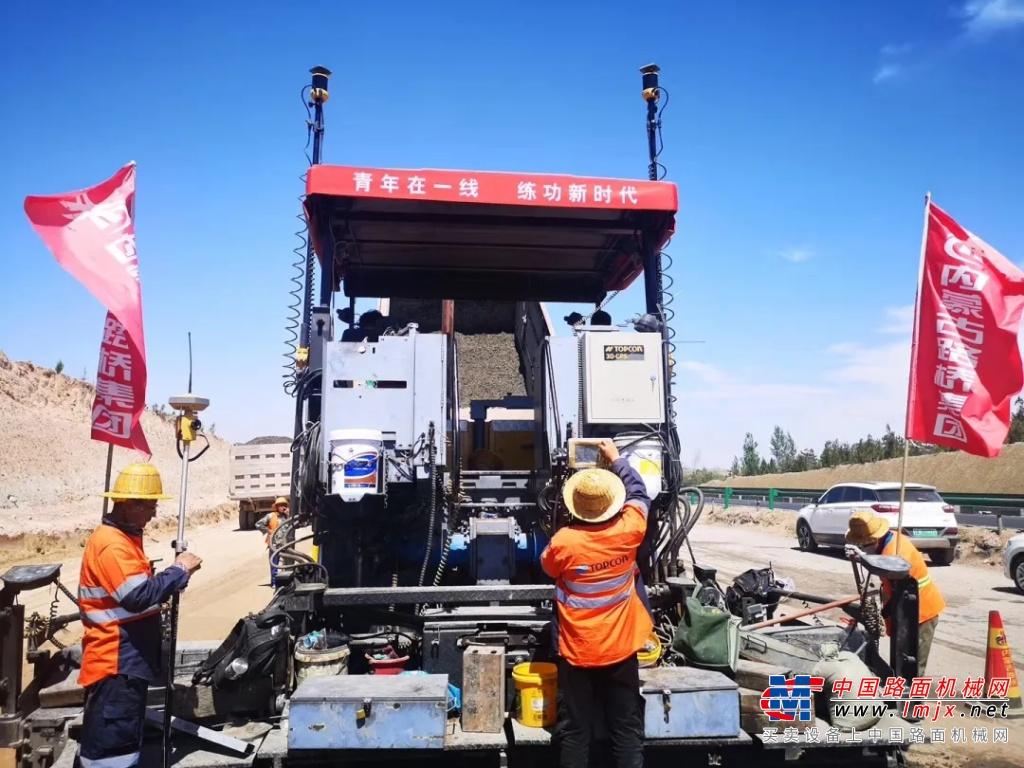 案例分享 | 拓普康3D毫米GPS摊铺系统在内蒙古路桥高速建设中的成功应用