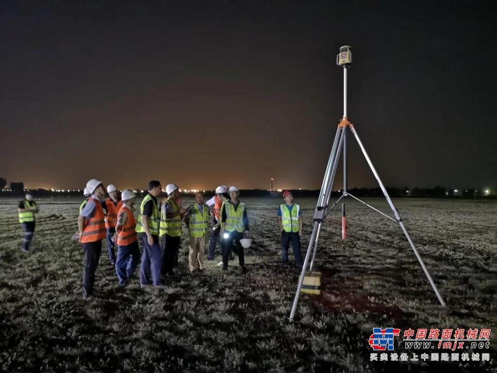 Topcon 毫米GPS 3D摊铺系统成功应用于邯郸机场