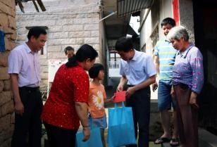 海翼厦工慈善基金和海翼党员志愿者走访慰问同安罗溪村孤困学童