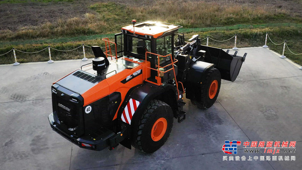 【海外新品】斗山工程亚搏直播视频app推出新一代DL-7系列轮式装载机