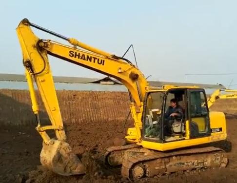 山推挖掘机 215施工视频