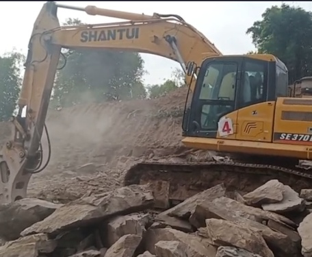 山推挖掘机 370施工视频