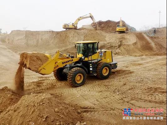 荒村煥新顏,山推多臺機械在2000畝丘陵大展身手!